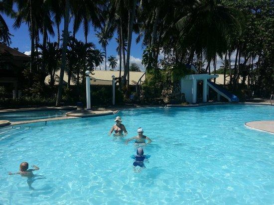 Estaca Bay Gardens Conference Resort: The swimming pool