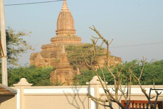 Bagan Lodge: Located near pagodas
