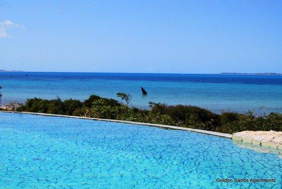 Golden Sands Apartments by Sol Resorts: Swimming pool with beach view, Golden Sands Apartments, Sol Resorts, Vilanculos