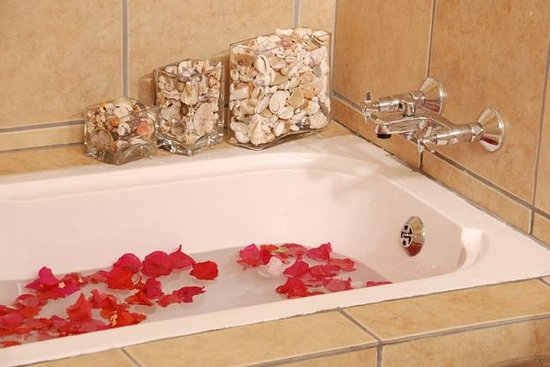 Golden Sands Apartments by Sol Resorts: Bathroom, Golden Sands Apartments, Sol Resorts, Vilanculos