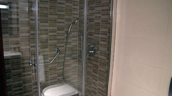LaresPark Hotel: Bath
