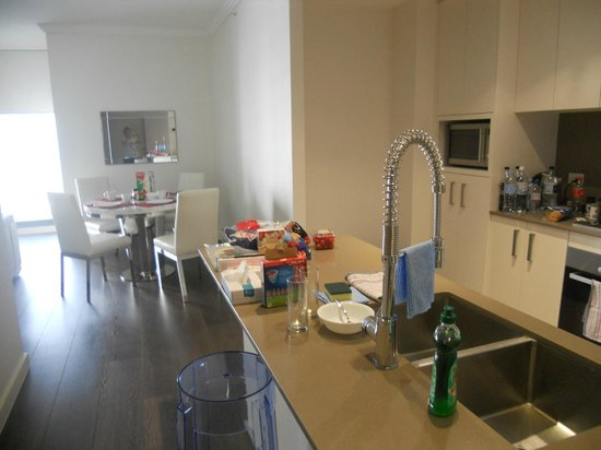 Zara Tower Hotel - Luxury Suites and Apartments : Kitchen