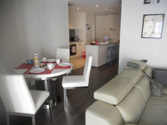 Zara Tower Hotel - Luxury Suites and Apartments : dining
