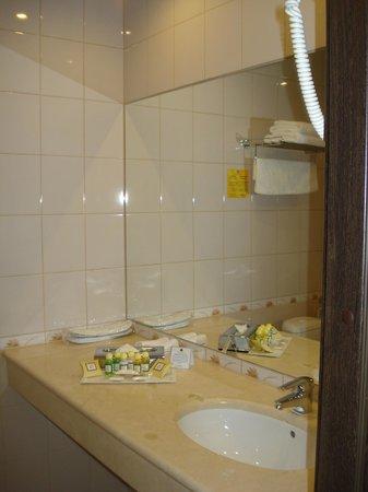 Petro Palace Hotel: Ванная комната