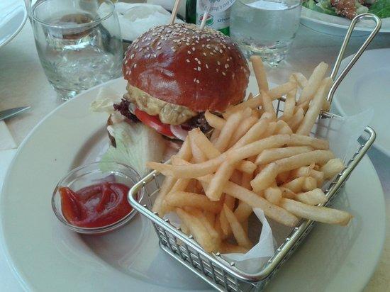 Menza: Hamburger con patatine fritte