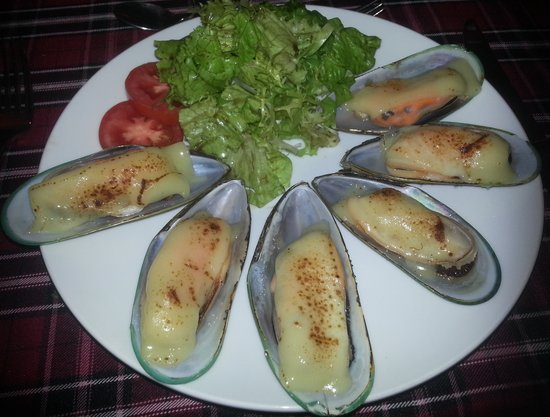 Club Opera Novel: Baked Mussels with Cheese