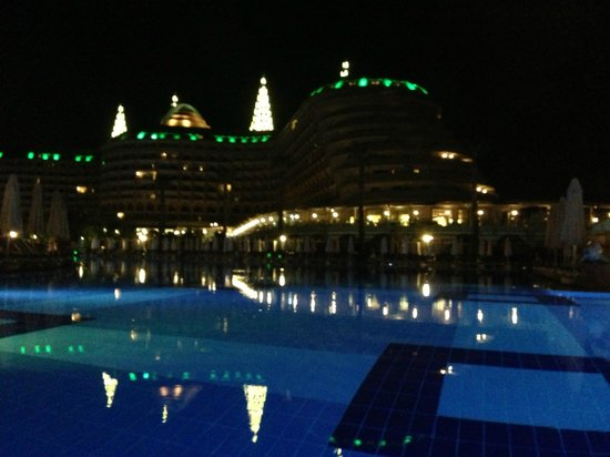 Delphin Imperial Hotel Lara: The hotel during the night