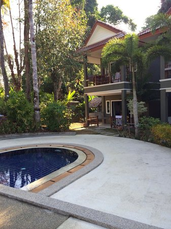 Khaolak Yama Resort: The apartments from pool side