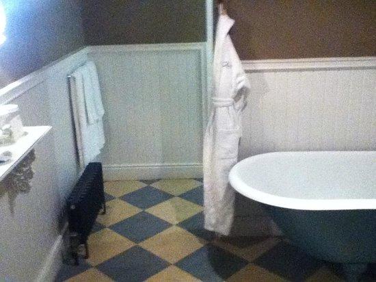 Castle Leslie Estate: Luxurious bathroom