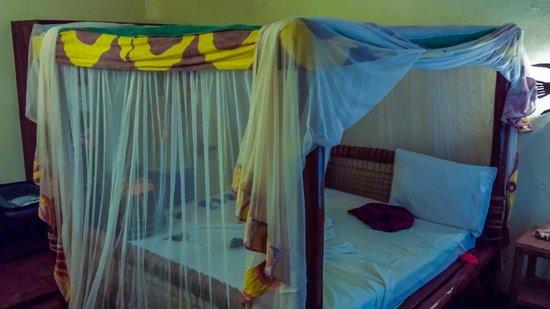 Samaki Lodge & Spa : Kleines dunkles Zimmer