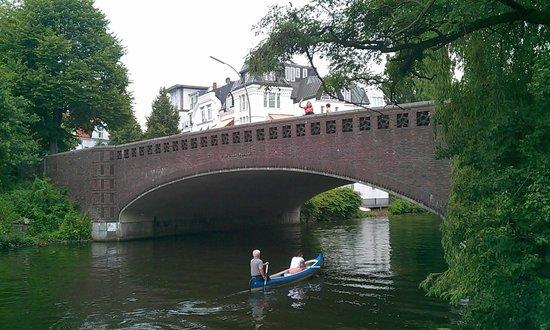 Alster Lakes: Вход в канал. Мост Фернзихт