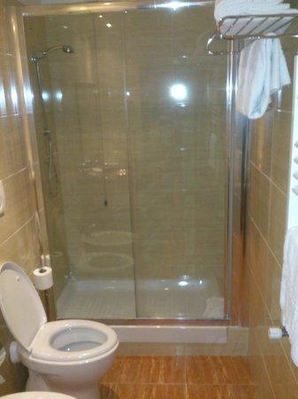 Hotel Impero: bathroom