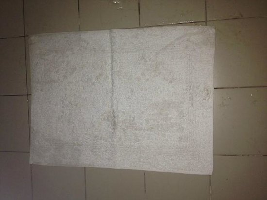 Sanmali Beach Hotel : Once white now ash grey towels