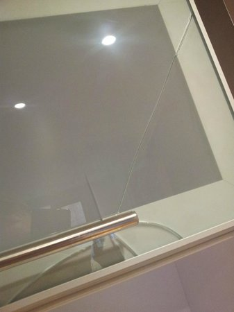 MAX Serviced Apartments - Manchester: Smashed glass