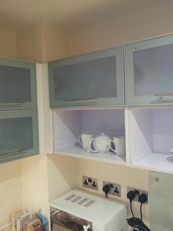 MAX Serviced Apartments - Manchester: Missing doors