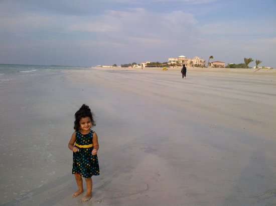 Umm Al Quwain Beach Hotel: beach side behind the hotel