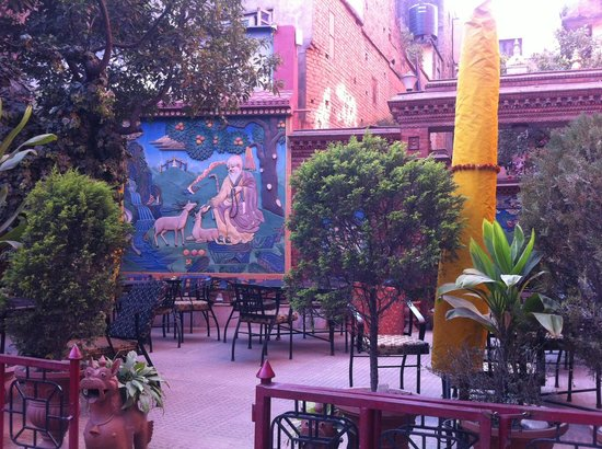 Tibet Guest House: Outdoor dining area
