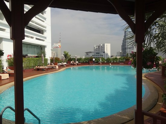 Centre Point Hotel Silom : the pool