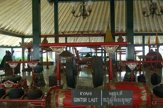 Kraton Yogyakarta: old instruments