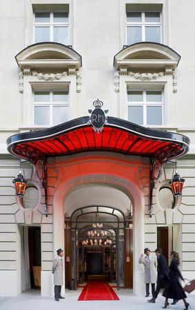 Le Royal Monceau Raffles Paris - Entrance