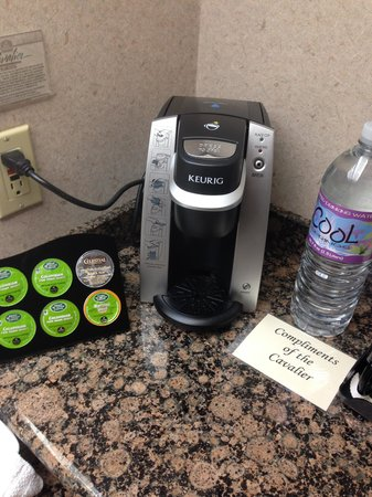 Cavalier Oceanfront Resort: Coffee machine & the mineral water for free