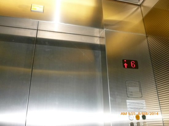 Eurostars Madrid Tower: Ascensor