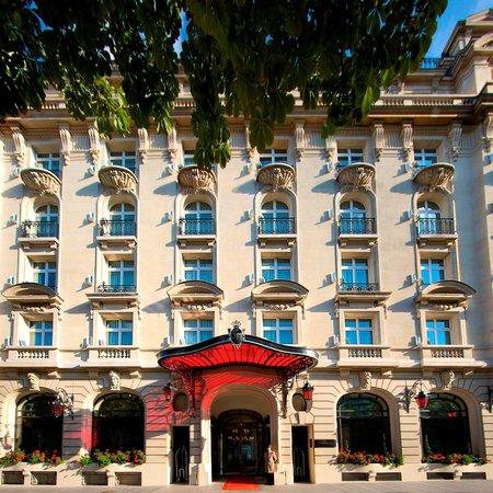 le royal monceau raffles paris entrance picture of spa my blend by clarins le royal. Black Bedroom Furniture Sets. Home Design Ideas