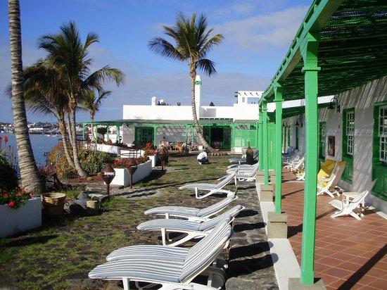 Hotel Casa del Embajador: View along terrace
