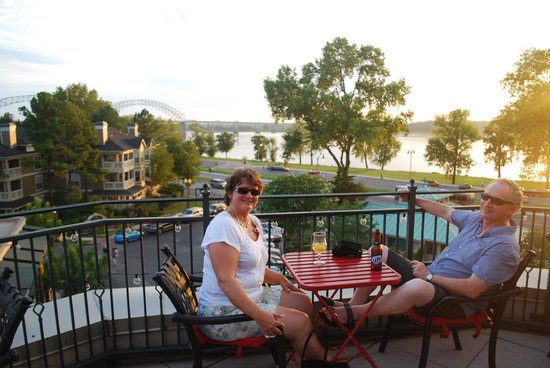 River Inn of Harbor Town: Balcony bar