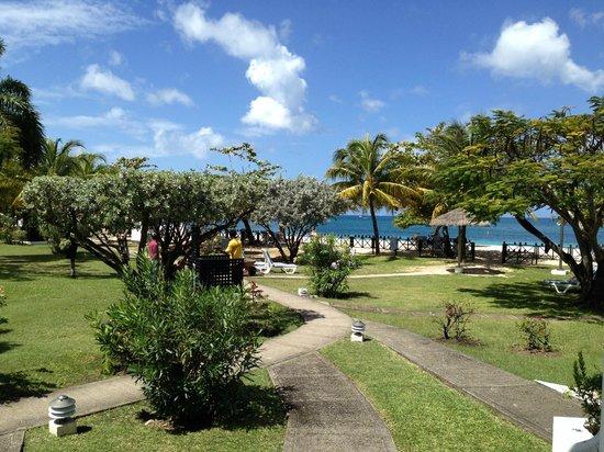 Coyaba Beach Resort: View from bedroom towards Grand Anse beach