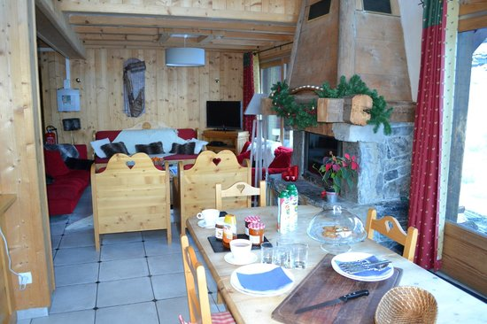 Chalet Aconites: Dining area and Living Room