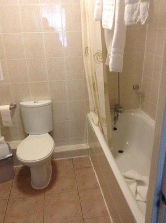 Chrysos Hotel: badkamer (toen we vertrokken)