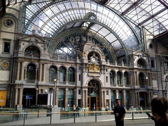 Bahnhof Antwerpen-Centraal: внутри