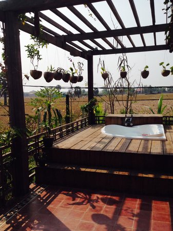 Angkor Rural Boutique Resort: private terrace in the honeymoon home