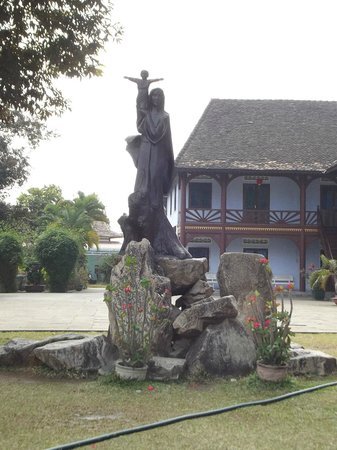 Wooden Church: the statue in the front yard