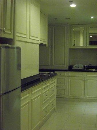 Centre Point Silom : Cucina con lavatrice