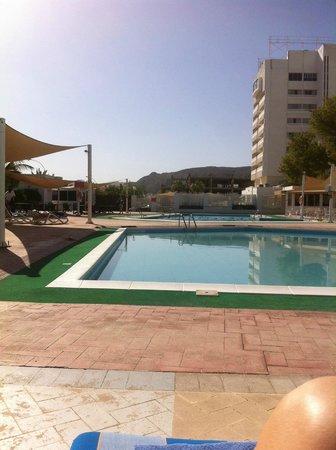 Al Falaj Hotel: Pool area