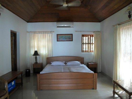 Ocean Hues Beach House: Upstairs bedroom