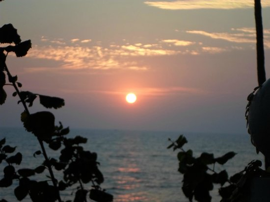 Ocean Hues Beach House: Sunset from the terrace