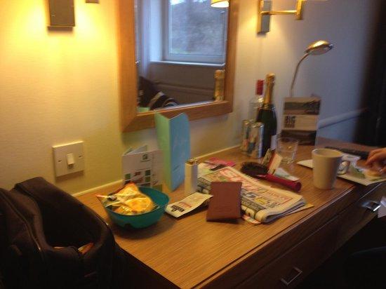 Holiday Inn Edinburgh : room