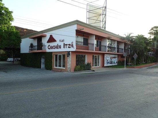 Hotel Chichen Itza: Façade avant