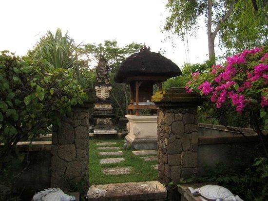 Mimpi Resort Menjangan: temple in grounds