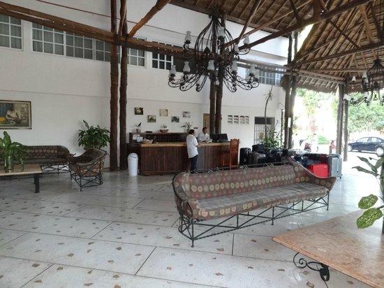 Hotel Chichen Itza: Réception