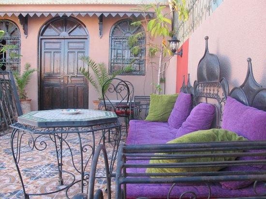 Hotel Sindi Sud: Terrasse salon