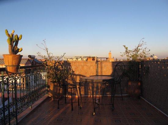 Hotel Sindi Sud: Terrasse vue