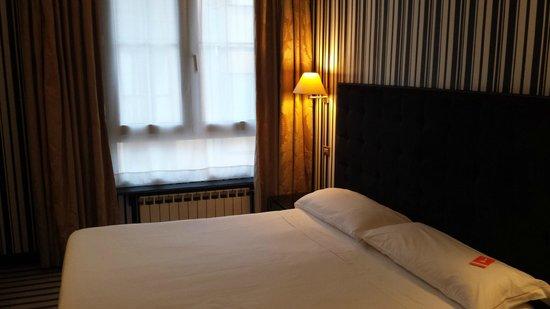 Hotel Clarin: Habitación doble con ventana a la calle