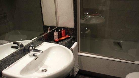 Hotel Clarin: Baño