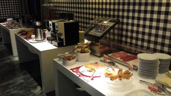 Hotel Clarin: Desayuno buffet y self-service