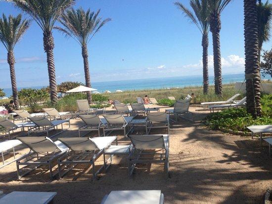 Grand Beach Hotel Surfside: Вид на пляж.