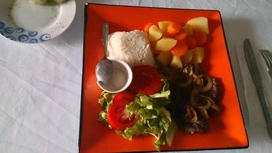 Coffee Mountain Inn: Nice cuisine! (No Fuzz Meals)